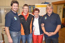 Schiedsrichter und PC-Administrator gratulieren DOBNIK Josefine zu 510 Kegel