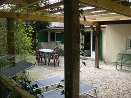 Terrasse du gîte de la Maison de l'étang entre Verdun et Commercy