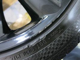 ミニ(MINI)・クーパーS・カブリオレの純正ブラックアルミホイールのガリ傷・すり傷のリペア(修理・修復)後のホイール1の傷の写真