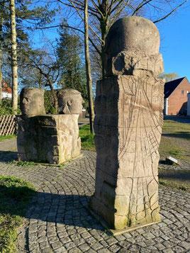 Skulpturengruppe der Arster Steinsetzer (Foto: 04-2020, Jens Schmidt)