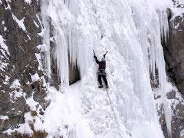Cascade de glace! Un apprentissage initiaque  Icefall climbing! A real apprenticeship...