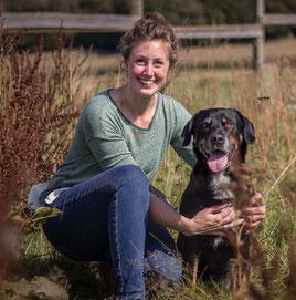 Dr. Lara Steinhoff mit ihrem Hund Frieda