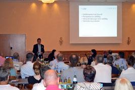 Dr. med. Siegfried Krishnabhakdi referiert über die Zukunftsperspektiven in der Gefäßmedizin. (Foto: medi)