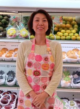 新米澤屋では毎週、新鮮なフルーツのセールを行っています。