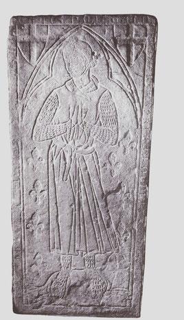 Pierre tombale de Raimbaud, chevalier, commandeur du Temple de Coulommiers au XIIIe siècle. Musée départementales des Antiquités de Seine-Maritime, invent. 1025. Temple de Paris
