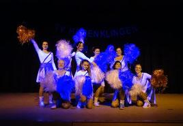 Die Frauen vom Frauen-Fitness mit einer gelungenen Cheerleader Choreographie