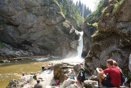Die ideale Abkühlung im Buchenegger Wasserfall