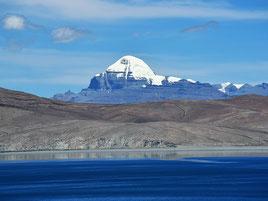 Manasarowar See mit Kailash im Hintergrund. Foto: Ewald Kunst