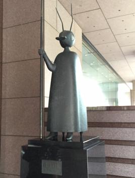 ▲駿河台記念館ロビーにある「護法の像」