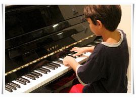 Moderner Klavierunterricht für Jung und Alt im Kölner Norden