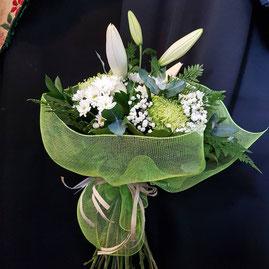 Las flores que utilizamos pueden  variar según disponibilidad y estacion del año .