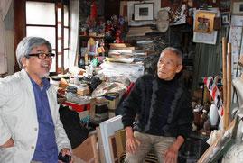 アトリエにて 右から 岡本博さん 編集部木村勝昭