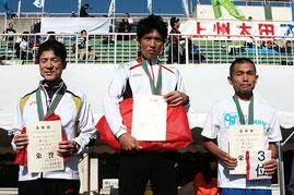 左から)2位の大久保さん、1位の根岸さん、3位の和田さん