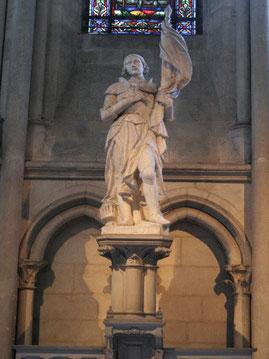 Statue en la Cathédrale de Troyes