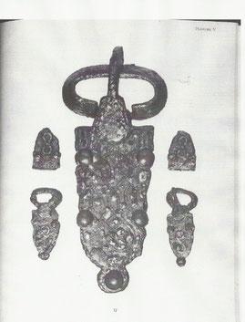 Les trois plaques-boucles qui ne constituent sans doute qu'une infime partie de ce qui aurait pu être «Le Trésor de Bucey-en -Othe « .