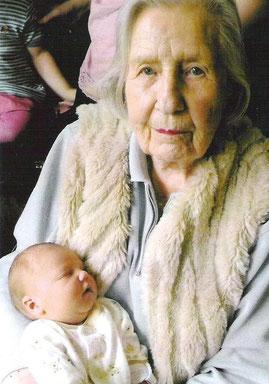 Sigrun von Unwerth/Dreschel  2009 mit Enkelin Bilkis Weddigen