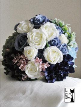 サムシングブルーの造花のブーケ