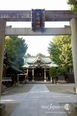 総檜権現造り東都屈指の大社殿