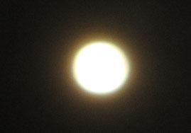 ⑫無事、きれいな満月に戻りました。月在住の餅つきうさぎさんもきっとホッとされていることでしょう(笑)