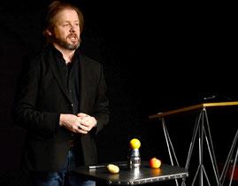 Das Becherspiel - Christian Knudsen, Zauberer in Hamburg