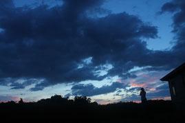 登山口へ移動中、朝焼けを写真に。(縄文杉ガイドツアー)