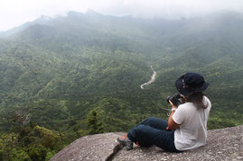 太鼓岩からカメラで絶景を切り取る(縄文杉1泊ガイドツアー)