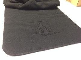 Logogravur in Fleece. Schal mit Fleecegravur von biasto-laserdesign.de