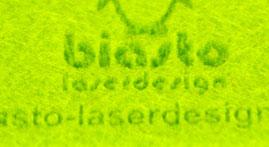 Lupe und Zoom auf grünen Bastelfilz Lasergravur von biasto laserdesign