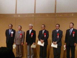 役員退任者表彰(左から3番目が小田氏)