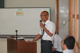 測量協会の講習会でトンネル、土工構造物の総点検について講義をする西川部長