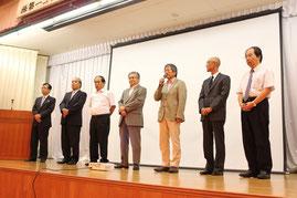 8名(1名欠席)の新役員の紹介と抱負