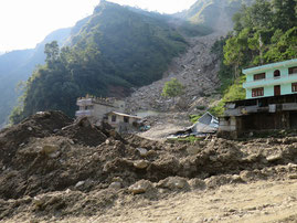 岩盤崩壊による岩屑が直撃した街