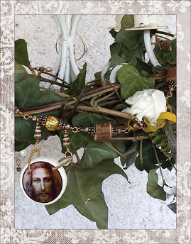 christian faith garland, christmas, white roses, rosewood, chandelier crystals, gold plated beads- and wire, Jesus Medaillons