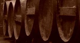 Les tonneaux dans le chai du Domaine J'y Crois vigneron bio en Charente