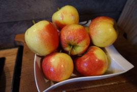 Apfel-Butterkuchen mit Mandeln und Zucker | Blechkuchen