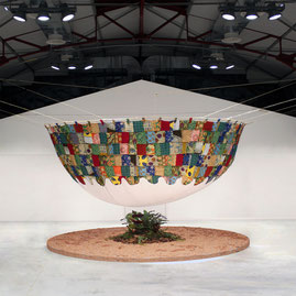 Exposition d'art à la Halle des Douves de Bordeaux de l'installation sur la thématique d'accès à l'eau Douce de Valera