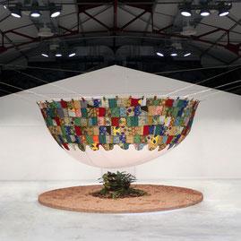 Exposition d'art à la Halle des Douves de Bordeaux de l'installation sur la thématique d'accès à l'eau Douce de Laurent Valera