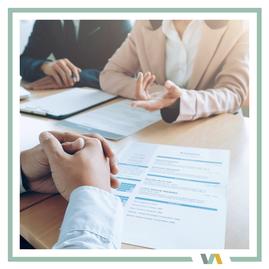 Bewerbungsgespräch, zur Darstellung der Dienstleistung  Rekrutierung von Auszubildenden von VAJUS Virtuelle Assistenz