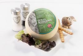 maremma misto mucca pecora formaggio caseificio toscano toscana spadi follonica forma intera italiano origine latte italia dolce fresco vacca bovino