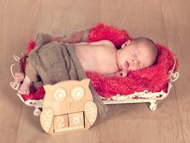 Newbornshootings finden in der Regel innerhalb der ersten 2 Lebenswochen statt.