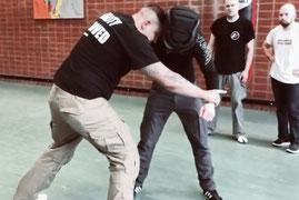 SC Int'l - Street Combatives - Ellbogenschläge im Clinch für Combatives, Krav Maga und Selbstverteidigung
