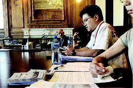 16日、国連人種差別撤廃委員会のランチミーティングブリーフィングでスピーチする仲村氏(右)(仲村氏提供。写真は一部加工してあります)