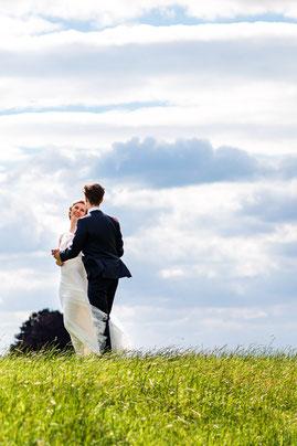 Brautpaarshooting am Deich bei Marschacht - Hochzeitsfotografie von FOTOFECHNER