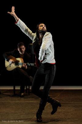 Flamencotänzer (Bailaor) Eduardo Guerrero gastiert beim Flamenco-Festival 2018 im tanzhaus nrw / Color-Foto by Boris de Bonn