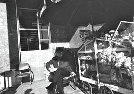 アテネ国際駅前のカフェ