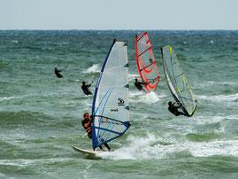 Windsurfer auf der Nordsee im dänischen Klitmøller. Foto: PR/VisitDenmark