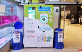 L'Ecobox à l'entrée de l'hypermarché Auchan Vélizy 2.