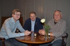 von links nach rechts: Vincent Manthey und Heiko Wisser ( 10 Jahre Schiedsrichter ) und Joachim Jürgens ( 15 Jahre Schiedsrichter )