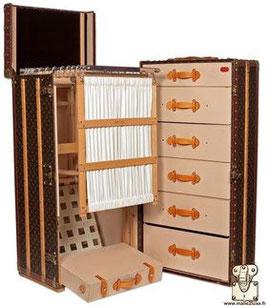Louis Vuitton wardrobe trunk - Monogram Year: 2010 Exterior: LV pvc monogram canvas Border: lozine Corners: Brass 115cm x 66cm x 56cm