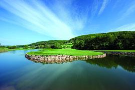 Blick auf die Landezone vor dem Grün der Bahn 12 - © Spa & Golf Resort Weimarer Land